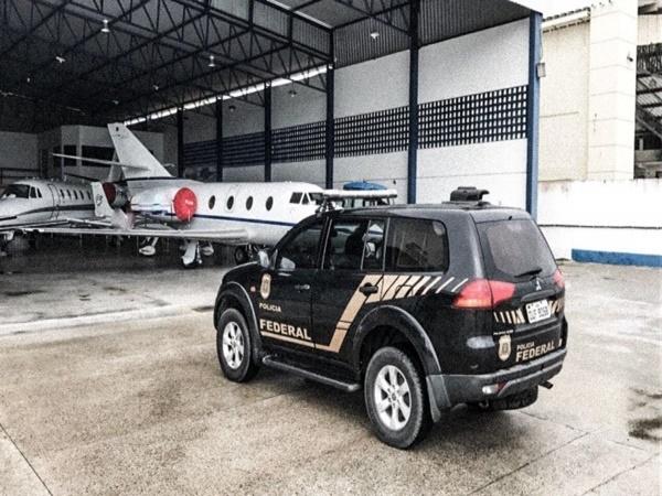 Avaliados em R$ 2,5 mi, avião e veículos são apreendidos em operação contra desvio na Saúde