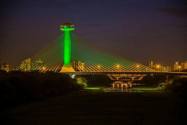 Estaiada terá iluminação verde em homenagem à Chapecoense