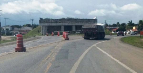 Obras inacabadas da ViaBahia na BR 116-Sul testam paciência de motoristas