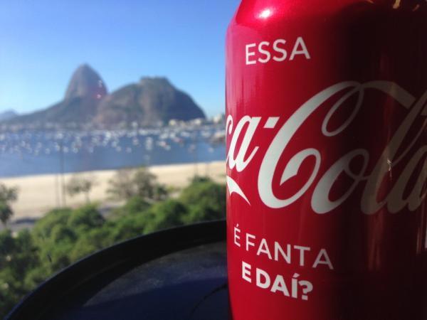 Em ação contra homofobia, Coca-Cola estampa 'É Fanta, e daí?' em latas