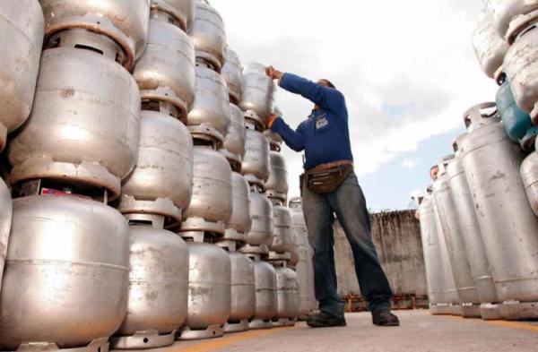 Petrobras reduz preço do gás de cozinha em 4,5% em média