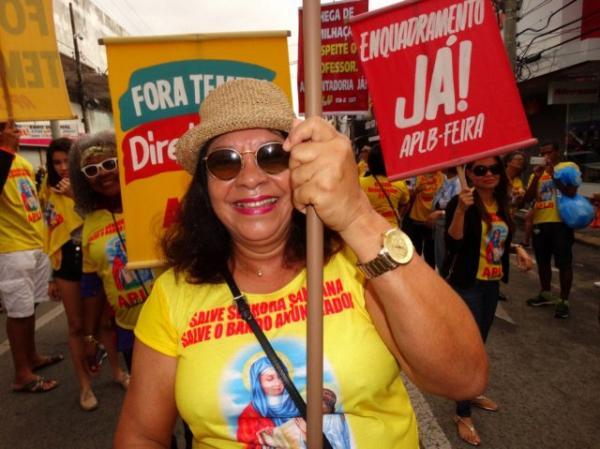 Doze mil pessoas participaram do desfile do 'Bando Anunciador' em Feira