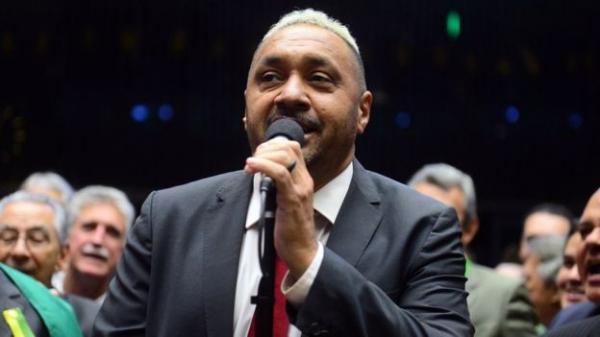 Tiririca é condenado a pagar indenização por usar música de Roberto Carlos em campanha
