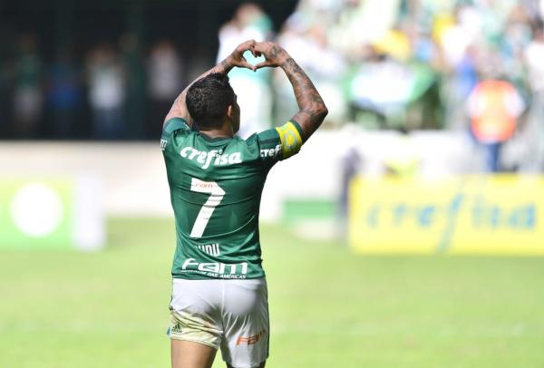 Palmeiras sofre, mas bate o Vitória de virada na arena e quebra sequência ruim