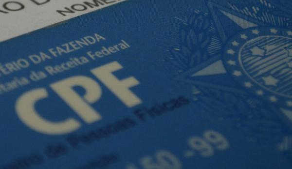 Travestis e transexuais poderão incluir nome social no CPF