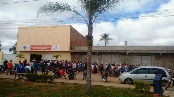 Eleitores comparecem em massa no primeiro dia de mudança na distribuição de senhas para cadastramento biométrico