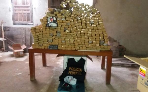 Cerca de 750 kg de maconha são encontrados em sítio na Bahia; dois são presos