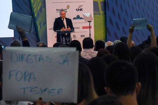 Em evento com vaias, Temer celebra economia e nega aumento do IR