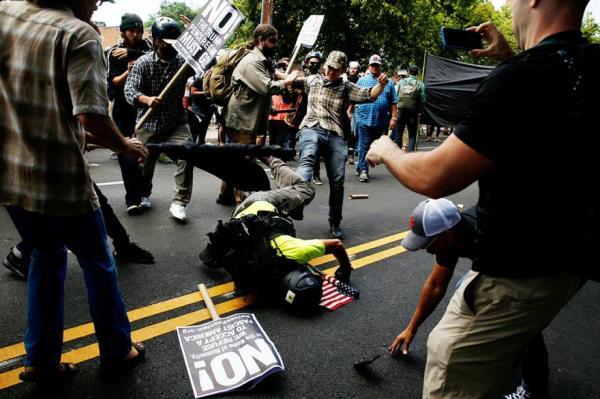 Um morre e 19 ficam feridos em confronto racial nos EUA