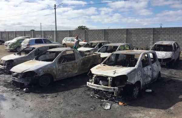 Incêndio na garagem da prefeitura afetou serviços essenciais na Saúde