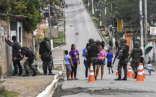 Soldado do Exército é preso por vazar informações para criminosos no Rio