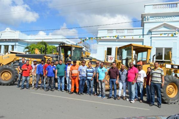 Prefeito lança projeto com ações de recuperação de estradas, rede de água e recolhimento de entulhos na zona rural