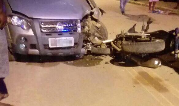 Santo Estevão | Acidente entre moto e carro deixa duas pessoas feridas