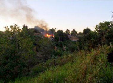 Homem corta orelha de mulher e incendeia casa em Eunápolis