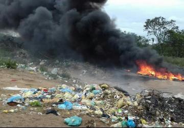 Lixão causa transtornos à moradores de zona rural em Ipecaetá