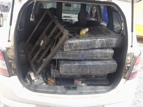 Polícia apreende 300 kg de maconha em Santo Estevão