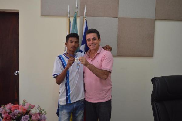 Santo Estevão | Estudante vence competição estadual de xadrez
