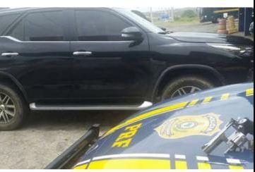 Homem é preso com carro de luxo roubado na BR-116, em Santo Estêvão