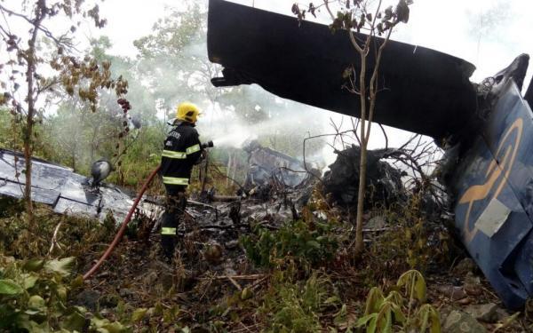 Avião cai na cidade de Goiás e passageiros sobrevivem