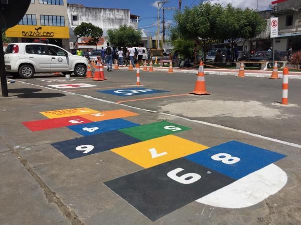 Santo Estevão | Alunos do CELEM desenvolvem projeto artístico no Centro de Abastecimento