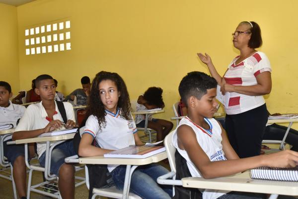 Estado sanciona Lei de promoção da carreira que beneficia 29 mil professores e coordenadores pedagógicos
