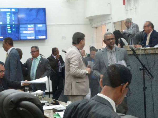 Prefeito, vice, secretários e vereadores terão direito a 13º salário em Feira de Santana