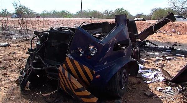 Bahia | Bandidos rendem vigilantes e explodem carro-forte; cofre foi arremessado a 30m