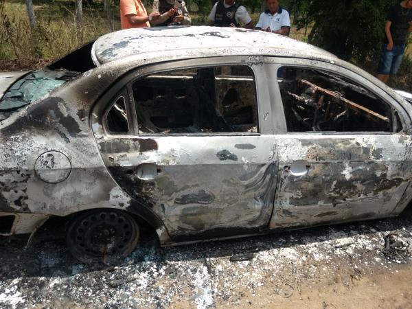 Taxista feirense é assassinado e tem carro incendiado em Antonio Cardoso