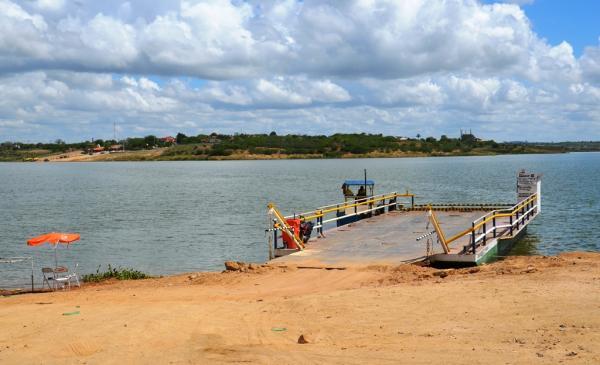 Marinha do Brasil interdita balsa de carga e passageiro em Cabaceiras do Paraguaçu